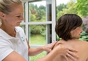 Frauenheilmassage in der VIBE Therapie imWarmbaderhof